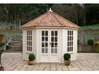 The Kingsley is an elegant traditional summerhouse
